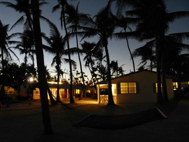 Pines and Palms Resort bei Nacht Islamorada