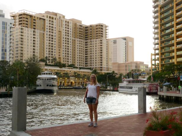 Iris am New River Walk in Fort Lauderdale-1200x900