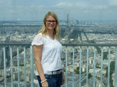 Iris in Paris auf dem Tour Montparnasse mit Blick auf Eiffelturm, Paris je t'aime
