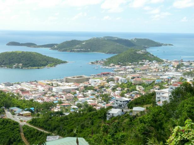 Ausblick auf Charlotte Amalie näher-1200x900