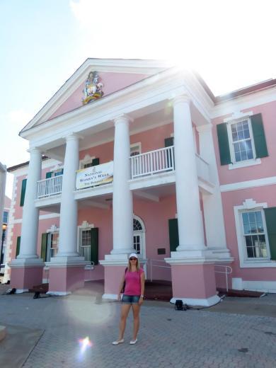 Das rosafarbene Parlamentsgebäude-900x1200