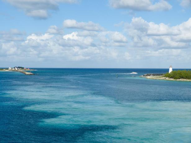 Hafeneinfahrt auf den Bahamas-1200x900