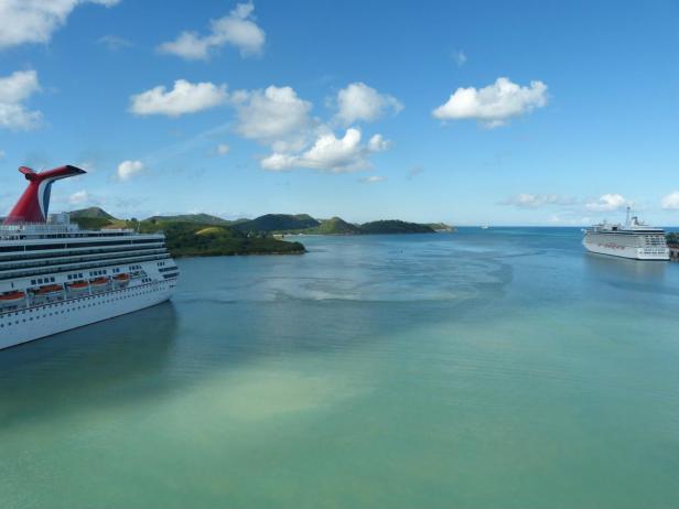 Türkisblaues Wasser im Hafen von Antigua 2-1200x900