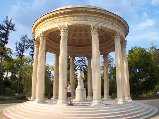 Am Amortempel im Schlossgarten von Versailles-1200x900