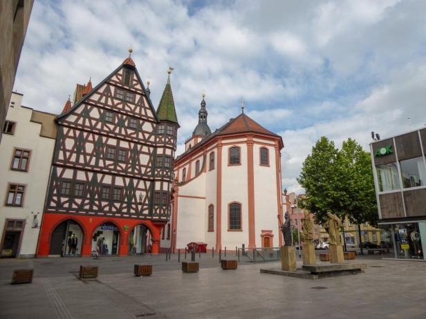 Borgiasplatz am Alten Rathaus-1200x900