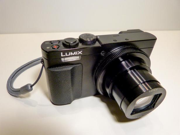 Lumix TZ71 mit Objektiv-1200x900